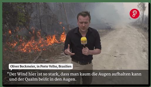 Screenshot von RTL: Ein Reporter steht vor einem brennenden Waldstück in Brasilien