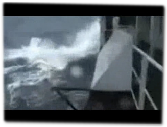 Hohe Wellen auf dem Mittelmeer.