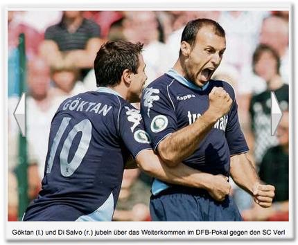 Göktan (l.) und Di Salvo (r.) jubeln über das Weiterkommen im DFB-Pokal gegen den SC Verl