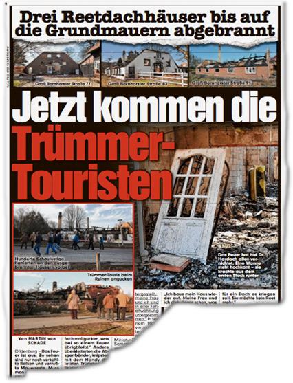 DREI REETDACHHÄUSER BIS AUF DIE GRUNDMAUERN ABGEBRANNT. Jetzt kommen die Trümmer-Touristen