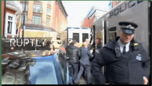Screenshot von Youtube - Standbild aus dem Assange-Video von Ruptly