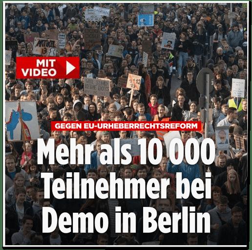 Screenshot Bild.de - Gegen EU-Urheberrechtsreforn - Mehr als 10000 Teilnehmer bei Demo in Berlin - mit einem anderen Foto, das Demonstranten in Berlin zeigt, die andere beschriftete Schilder hochhalten