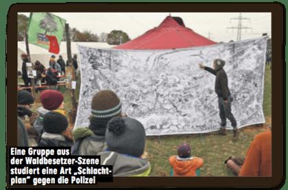 Ausriss Bild-Zeitung - Bildunterschrift - Eine Gruppe aus der Waldbesetzer-Szene studiert eine Art Schlachtplan gegen die Polizei