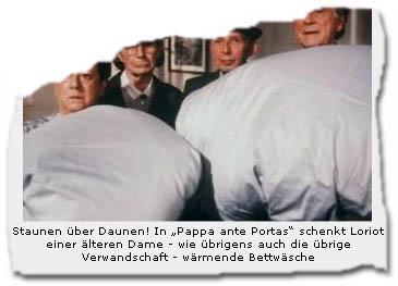 """Staunen über Daunen! In """"Pappa ante Portas"""" schenkt Loriot einer älteren Dame - wie übrigens auch die übrige Verwandschaft -- wärmende Bettwäsche"""