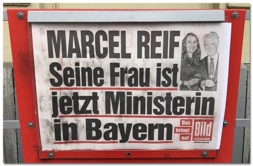 Foto eines Bild-Zeitungskasten mit der Titelzeile Marcel Reif - Seine Frau ist jetzt Ministerin in Bayern