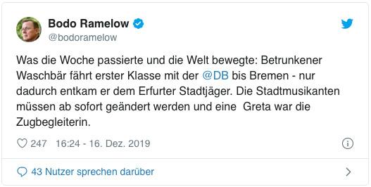 Screenshot eines Tweets von Bodo Ramelow - Was die Woche passierte und die Welt bewegte: Betrunkener Waschbär fährt erster Klasse mit der DB bis Bremen - nur dadurch entkam er dem Erfurter Stadtjäger. Die Stadtmusikanten müssen ab sofort geändert werden und eine  Greta war die Zugbegleiterin.