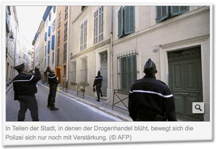 In Teilen der Stadt, in denen der Drogenhandel blüht, bewegt sich die Polizei sich nur noch mit Verstärkung.