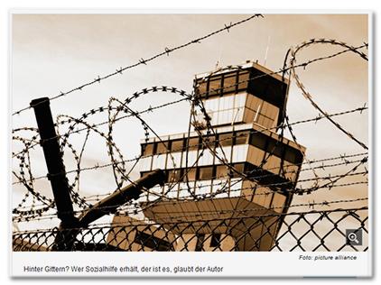 [Ein Turm, davor ein Zaun mit Stacheldraht.] Bildunterschrift: 'Hinter Gittern? Wer Sozialhilfe erhält, der ist es, glaubt der Autor'