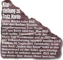 """Klarstellung zu Trutz Hardo: Letzte Woche hatte BILD über den Berliner Rückführungstherapeuten Trutz Hardo (67) aus Berlin berichtet. Was BILD nicht wußte: Tatsächlich heißt der Mann Tom Hockemeyer und ist 2001 wegen Volksverhetzung verurteilt worden (OLG Koblenz, 90 Tagessätze Geldstrafe). In seinem Buch """"Jedem das Seine"""" hatte er den Massenmord an den Juden gerechtfertigt. Das Buch ist verboten worden. BILD wird nie wieder über diesen Mann berichten."""