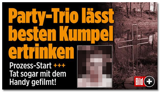 Schlagzeile auf der BILD.de-Startseite: Party-Trio lässt besten Kumpel ertrinken - Prozess-Start +++ Tat sogar mit dem Handy gefilmt! [dazu ein Foto des Mannes sowie ein Foto der Stelle, an der er seine Leiche gefunden wurde, an der nun ein Kreuz steht. In der Ecke des Teasers befindet sich das Bild-Plus-Logo]